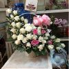 Giỏ hoa trắng điểm hồng