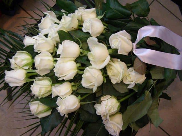 Bó hoa hồng trắng tặng người yêu