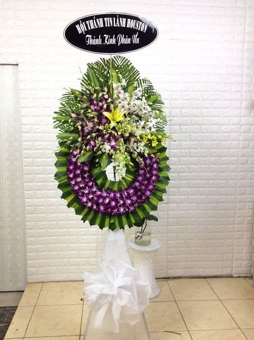 Vòng hoa tang lễ màu tím