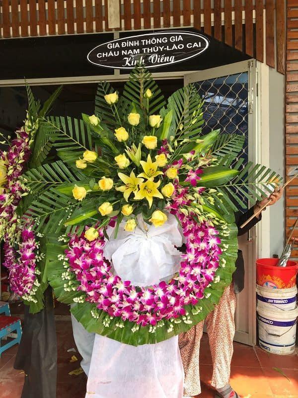 Hoa tang lễ màu tím giao ở Quận 8
