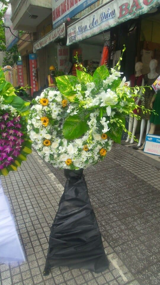Giá vòng hoa tang lễ