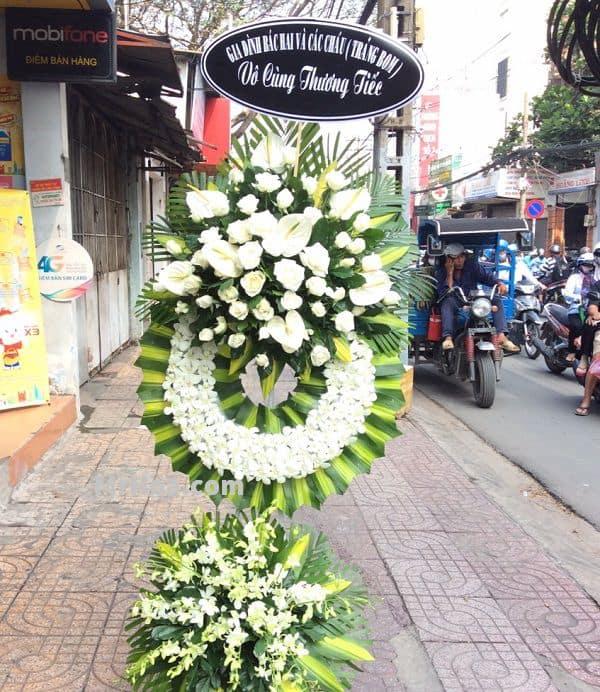 Hoa đám tang đường Trần Hưng Đạo