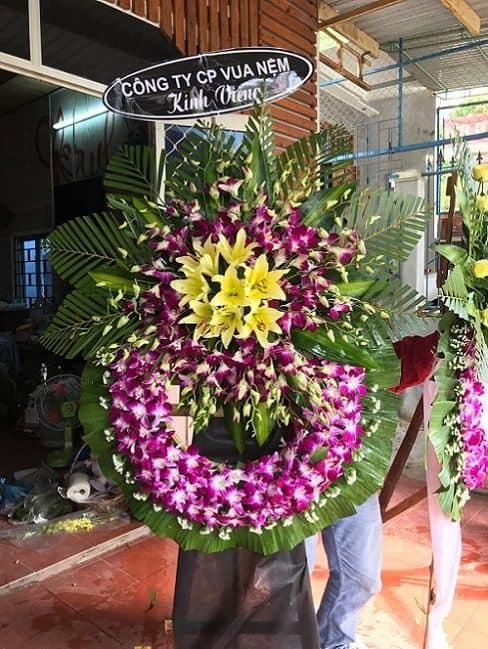 Hoa chia buồn ở đường Nguyễn Hữu Thọ