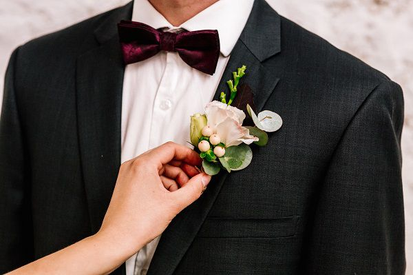 cách chọn hoa cài áo chú rể
