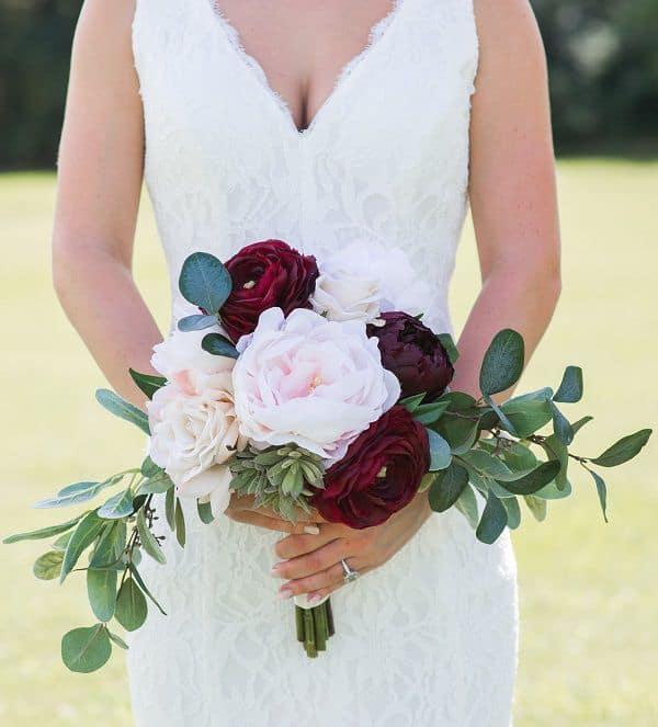 chọn hoa cho cô dâu mảnh mai