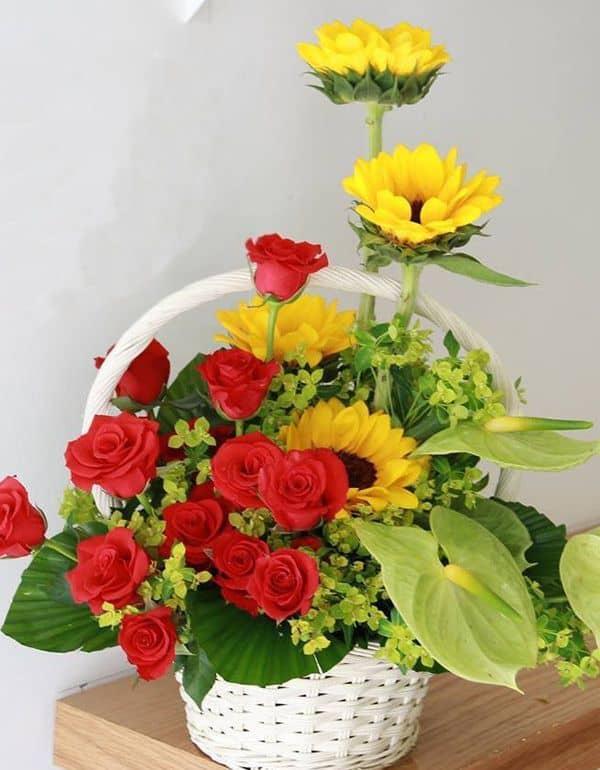 Giỏ hoa tươi sáng