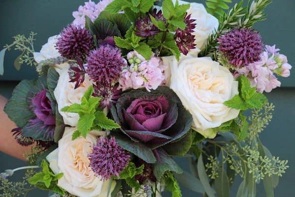 bó hoa cưới có hồng sa mạc