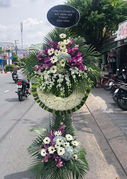 Hoa dam tang loi tien biet