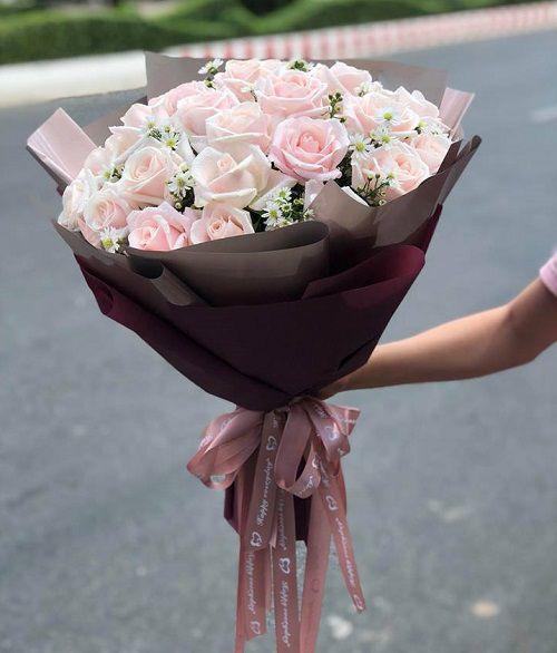 Bó hoa hồng nhạt