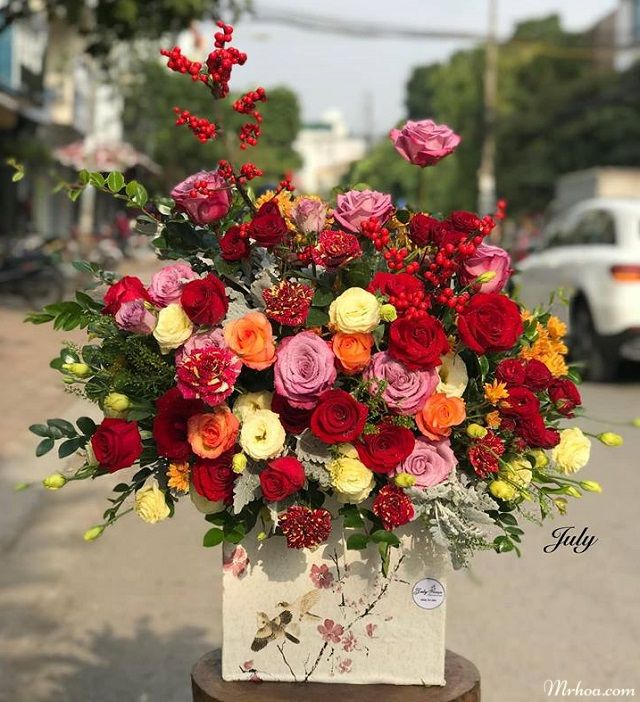 Giỏ hoa hồng đẹp tặng bạn gái